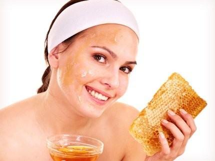 1394044662_kak-ispolzovat-med-v-domashney-kosmetologii-1