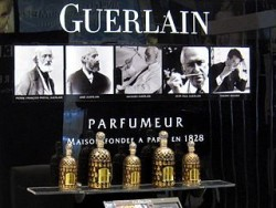 320px-Guerlain_stand_(Moscow)_detail_by_shakko