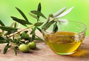 olive-oil2-300x206